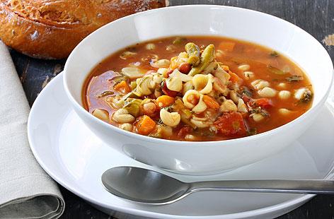 Minestrone soup with green pesto recipe (0088)